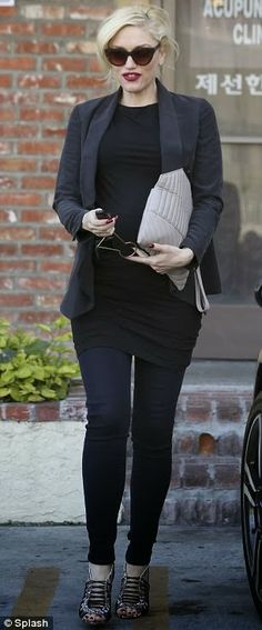 Gwen Stefani = Smoking Hot | baby bump chic.   How to get Gwen's look and more photographs in blog post