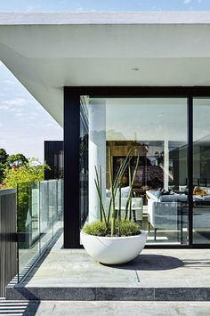 http://www.insideout.com.au/home-style/clean-contemporary/how-to-plant-a-modern-garden-on-a-rooftop-terrace/image-gallery/43c4b141219878bfdf858c1db81bfc67
