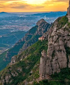 Magnificent Montserrat by Martha Suherman on close to Barcelona, easy day trip via train. Moon Hotel, Merida, 2 Days Trip, Dinosaur Tracks, Aerial Images, Spain And Portugal, Travel Memories, Science And Nature, Nice View