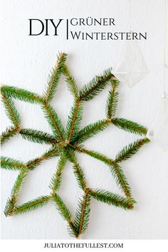 DIY – grüner Winterstern mit Vorlage Winter decoration yourself make with this simple guide for super nice green winter stars! Scandinavian living with dasm Do it yourself – making crafts for the winter and for Christmas fun! Donut Decorations, Christmas Decorations, Diys Room Decor, Handmade Christmas, Christmas Time, Merry Christmas, Crafts To Make, Christmas Crafts, Diy Crafts