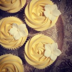 RT Cakes creates bespoke wedding cakes in Essex, Kent and London. Wedding Favours, Wedding Cakes, Sugar Craft, Dessert Table, Catering, Favors, Buttercream Cupcakes, Frostings, Baking