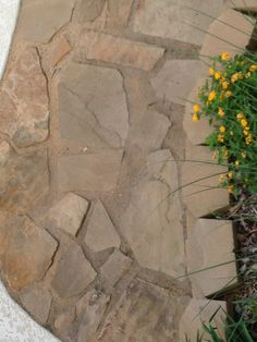 natural-looking grout b/t flagstones