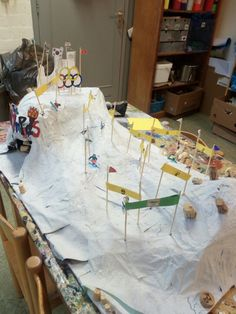Olympic skiing hill for classroom physics second grade Preschool Art Activities, Weather Activities, Holiday Activities, Olympic Idea, Olympic Games, Winter Sports Games, Diy For Kids, Crafts For Kids, 2018 Winter Olympics