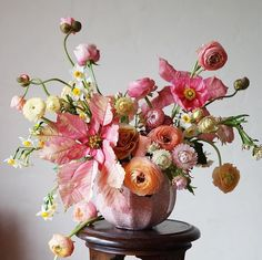 Pale pink, orange and yellow organic style floral arrangement. Design Floral, Deco Floral, Arte Floral, Fresh Flowers, Colorful Flowers, Beautiful Flowers, Floral Flowers, Floral Centerpieces, Floral Arrangements