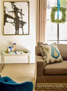 Holiday decor happily plays the blues in an airy Atlanta home that bends tradition in light, bright style Turquoise Christmas, Dining Room Walls, Living Room, House Of Turquoise, Atlanta Homes, Brown Sofa, Cozy Corner, Traditional House, Traditional Design
