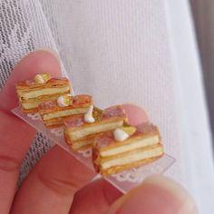 11月26日(土) ミニチュアのミルフィーユです✨  #ミニチュア#ミニチュアフード#ミニチュアスイーツ#フェイクフード#フェイクスイーツ#ドールハウス#食品サンプル #スイーツ#ケーキ#フランス菓子#ミルフィーユ#クリーム#パイ #樹脂粘土#ハンドメイド #miniature#handmade#fakesweets#instagramjapan#cake