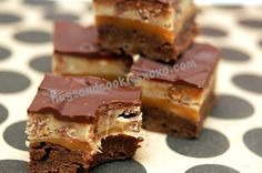 BROWNIES TOPPED WITH CARAMEL, BUTTERFINGER COOKIE DOUGH & CHOCOLATE GLAZE - Hugs and Cookies XOXO