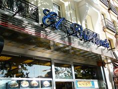 10 best calamares bars in Madrid. If you visit Madrid, there is no excuse for not trying one of those classic bocatas de calamares. Madrid Food, Visit Madrid, Capitol Hill, Wines, Tapas, Tourism, Foods, Marketing, Travel