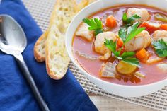 Manhattan Fish Chowder with Fingerling Potatoes & Crusty Bread. Came out yummy! Seafood Stew, Fish And Seafood, Fish Recipes, Soup Recipes, Seafood Recipes, Fish Chowder, Clam Chowder, Tabasco Hot Sauce, Fingerling Potatoes