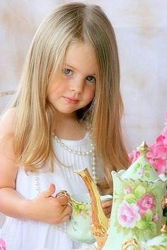 cute little girl Beautiful Little Girls, Beautiful Children, Beautiful Babies, Little People, Little Ones, Cute Kids, Cute Babies, Kind Photo, Girls Tea Party