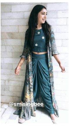 Indian Gowns Dresses, Indian Fashion Dresses, Dress Indian Style, Indian Designer Outfits, Fashion Outfits, Designer Clothing, Trendy Outfits, Designer Party Wear Dresses, Kurti Designs Party Wear
