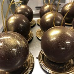 steliosparliaros sweetalchemy glykesalchimiesofficial pastry love chocolate christmas gold ball cristmasball Christmas Chocolate, Love Chocolate, Gold Christmas, Cake, Sweet, Desserts, Food, Candy, Tailgate Desserts