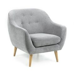 Cirrus est un petit fauteuil élégantet bien dans sa peau. Il peut l'être tant il répond aux canons du moment ! Latendance décoscandinave, dont Drawer est l'un des pionniers sur le web, est vraiment le style à adopter tant elle correspond à l'air du temps. On ne peut se lasser en effet de ses lignes simples et confortables, des matières claires et naturelles utilisées et de la grande liberté qu'elle apporte dans les mélanges de produits, de matières ou de style. Mais reveno...