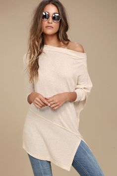 We cannot get enough of the cool and causal Free People Londontown Light Beige Long Sleeve Thermal Top! Lightweight ribbed long sleeve top has a boat neck, dolman sleeves, and a relaxed bodice. Unfinished trim throughout.