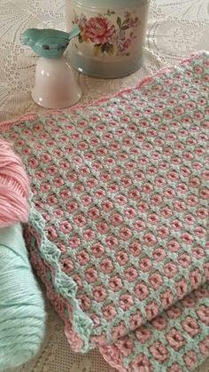 Interlocking crochet blanket Handarbeiten ☼ Crafts ☼ Labores ✿❀.•°LaVidaColorá°•.❀✿ http://la-vida-colora.joomla.com