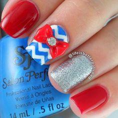 Memorial Day Nail Designs With Chevron Accents picture 2 Daisy Nail Art, Daisy Nails, New Nail Art, Cool Nail Art, Blue Nails, Art Nails, Pretty Nail Designs, Simple Nail Designs, Nail Art Designs