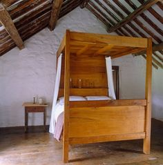 Four Poster Perfect. Hackett-Holland-North-Wales-stone-farmhouse-hand-made-four-poster-bed