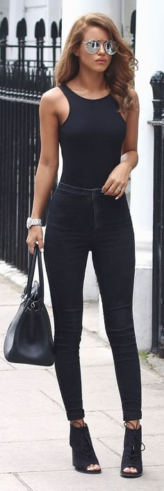 """What's Trending: 20 Gorgeous Outfits On The Street And all-black outfit AND silver reflective sunglasses? This is for when a woman wants that """"it oughta be illegal to look this cool"""" look. Mode Outfits, Casual Outfits, Fashion Outfits, Womens Fashion, Fashion Trends, Outfits 2016, Fashion Inspiration, Fashion Ideas, Fashion Styles"""