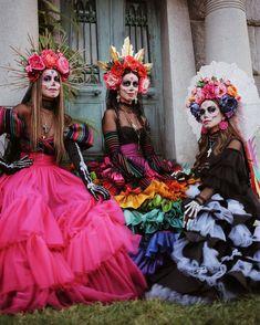 Sariñana's sisters in their gorgeous Día de Muertos costumes 😍🙌🏼👏🏼❤️ Halloween 2020, Halloween Make Up, Halloween Party, Halloween Costumes, Day Of Dead Costume, Catrina Costume, Sugar Skull Makeup, Sugar Skull Costume, Costume Ideas