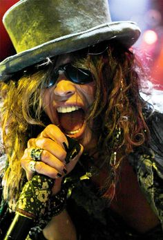 L . Style: MUSIC FASHION ICONS  Steven Tyler