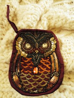 OWL-BEADED-COIN-PURSE-COSMETIC-BAG-CELL-PHONE-HOLDER-wine-background