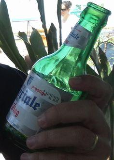 Cerveja Flag Spéciale, estilo Standard American Lager, produzida por Société des Brasseries du Maroc, Marrocos. 5.2% ABV de álcool.