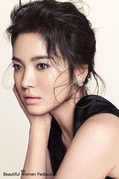 Song Hye Kyo is one of the most beautiful South Korean women and a very talented actress. Song Hye Kyo, Korean Beauty, Asian Beauty, Beautiful Asian Women, Beautiful People, South Korean Women, Korean Celebrities, Celebs, Korean Actresses