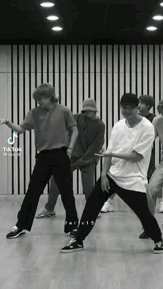 Jungkook Abs, Foto Jungkook, Foto Bts, Bts Taehyung, Bts Video, Foto E Video, Bts Memes, Taehyung Photoshoot, Die Beatles
