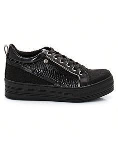 Sneakers Kennedy från Elle i två material.<br>Ovandel: syntetmaterial.<br>Foder: textil. <br>Innersula: textil. <br>Yttersula: syntetmaterial.<br>Snörning.<br>Klack 4 cm. Ton-i-ton effekt.