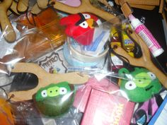 lembrancinhas estilingue e personagem em feltro Festa Angry Birds, Watermelon, Fruit, Slingshot, Keys, Character, Feltro, Ideas, The Fruit