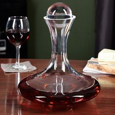 Gift set includes crystal Vintner's Choice wine decanter and glass ball stopper and 4 Vintner's Choice Bordeaux wine glasses. Red Wine Decanter, Liquor Dispenser, Cool Kitchen Gadgets, Curved Glass, Wine Delivery, French Riviera, Wine Drinks, Bottle Design, Gifts