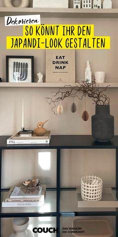 Mit dem Japandi-Look könnt ihr harmonisch, stylisch dekorieren. Kuestenkind_2_0 hat ihr Vittsjö Regal so besonders schön inszeniert. Console Table Styling, Floating Shelves, Entryway Tables, Couch, Inspiration, Furniture, Home Decor, Style, Shelf