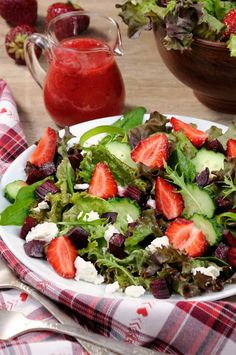 Mom's Strawberry Vinaigrette - Quick and Easy - An Alli Event Strawberry Vinegarette, Strawberry Sauce, Spring Mix Greens, Spring Mix Salad, Pecan Recipes, Raw Food Recipes, Slow Cooker Bbq, Salad Topping, Spring Desserts