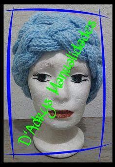 Diadema tipo turbante para dama tejida a crochet con dos tiras trenzadas y en azul cielo