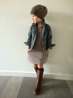 Rustic Kids Winter Outfits Ideas To Try Right Now - When it comes to winter wear for children, you need something that can efficiently keep your kids warm. Children need adequate protection from the col. Girls Winter Outfits, Little Girl Outfits, Little Girl Fashion, Cute Little Girls, Toddler Fashion, Kids Fashion, Mode Outfits, Fashion Outfits, Fashion Tights