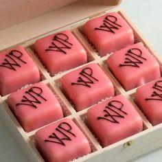 Nette Geschenke Online-Shop - Kulinarik * Süsses Viennese Whirls, Nail Polish, Sweets, Candy, Baking, Nails, Minis, Shops, Desserts