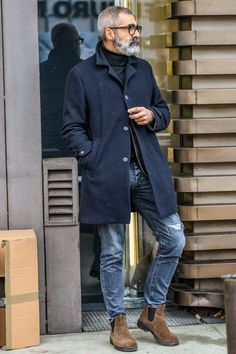 34 spring 2019 fashion ideas for men over 50 mode hommes Casual Clothes For Men Over 50, Fashion For Men Over 50, Older Mens Fashion, Men Casual, Stylish Men Over 50, Style For Men Over 50, Stylish Winter Outfits, Classy Outfits, Chic Outfits