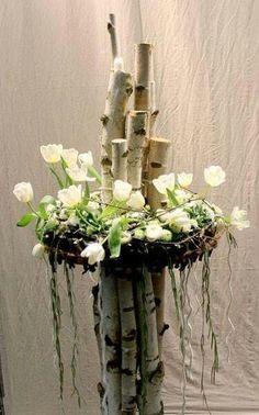 Arrangement with tulips and birches - Floral Garden Ideas Ikebana, Art Floral, Deco Floral, Flower Decorations, Wedding Decorations, Spring Decoration, Fleur Design, Deco Nature, Fresh Flowers