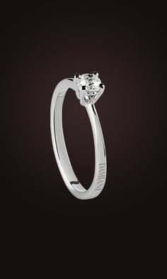 With its classic yet modern design, Luce is the jewelry collection in white gold and diamonds by Damiani created to emphasize diamonds and make the most of their brightness and sparkle.