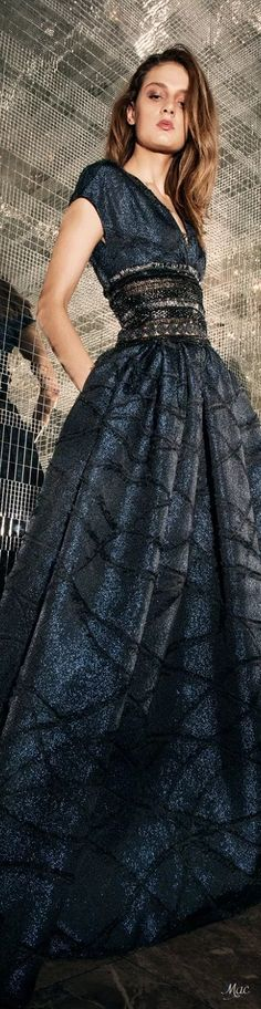 Pre-Fall 2018 Naeem Khan Stunning Dresses, Beautiful Gowns, Pretty Dresses, Beautiful Outfits, Fashion Mode, Couture Fashion, Runway Fashion, Gala Dresses, Couture Dresses