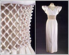 Pertegaz: vestido de noche en gran crêpe de seda blanco con bordado de cuentas blancas aurora boreal en la cintura y hombro abullonado, 1990 [colección pertegaz]