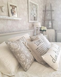 """279 tykkäystä, 16 kommenttia - Minna Lammi (@minttumarja) Instagramissa: """"Good morning! ☕️☀️ A new week full of action! Enjoy each day! 🌬💕 #home #myhome #homesweethome…"""" Bed Pillows, Pillow Cases, Beige, Interior Design, House, Bedrooms, Romantic, Doors, Tattoo"""