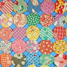 vintage yo yo quilt. love the feedsack fabrics from the 30s and 40s. I would love to find a bag full of these fabrics to use in a yo-yo quilt.