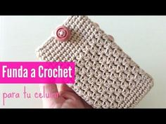 Tu estuche a crochet para celular, My Crafts and DIY Projects Crochet Phone Cover, Crochet Case, Crochet Shirt, Crochet Purses, Love Crochet, Crochet Gifts, Hand Crochet, Crochet Granny, Crochet Mittens Free Pattern