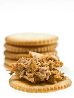 11 Low-Cal Snacks You'll Actually Love: Lemon Tuna Crackers http://www.cosmopolitan.com/food/easy-recipes/low-calorie-snacks#slide-4