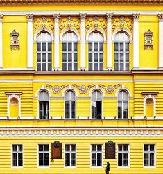 #Ayellowmark exist also in Praga   I have found something for us @vueling  #vueling #weloveplaces . . . . . . . . . . . #prague#praha#czechrepublic#pragueworld#passionpassport#aroundprague #europe_vacations#wonderfulworld #toppraguephoto#Czech#instaprague#wonderful_prague #malastrana # #igersprague#praguestagram #praguetoday #praguenow