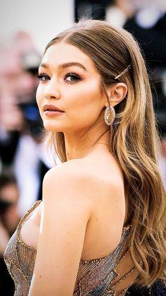 Gigi Hadid Summer Hairstyles, Braided Hairstyles, Wedding Hairstyles, Hair Photography, Glam Hair, Natural Makeup Looks, Beauty Girls, Eyelashes, Eyebrows