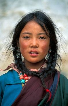travel photos Travelers Photos Capture the Beautiful Diversity of Remote Cultures Around the World Photographer Alexander Khimushin travels the globe to capture the beautiful diversity of the world in faces. The remote locales highlight unique cultures. Cultures Du Monde, World Cultures, Tibet People, People People, Pretty People, Beautiful People, Beauty Around The World, Face Reference, Photo Reference