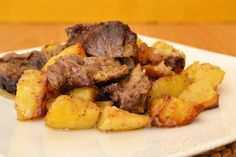 beef with potatoes and onions in the oven Greek Recipes, Pot Roast, Kai, Potatoes, Beef, Cooking, Ethnic Recipes, Onions, Food