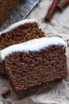 Ultra moist, perfectly spiced holiday gingerbread loaf with rich cream cheese frosting! Soooo I've been . No Bake Desserts, Just Desserts, Delicious Desserts, Yummy Food, Baking Recipes, Cake Recipes, Dessert Recipes, Loaf Recipes, Holiday Baking